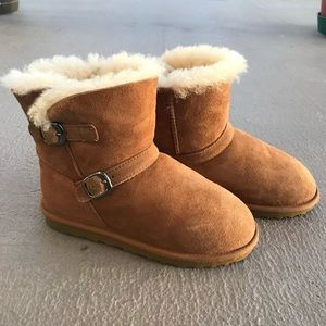 Other - Youth shearling buckle boot